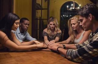 OUIJA HOUSE still 3 - The group plays the Ouija board