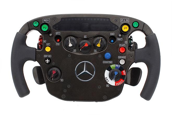 Il volante della nuova McLaren-Mercedes Mp4/29 presentata oggi