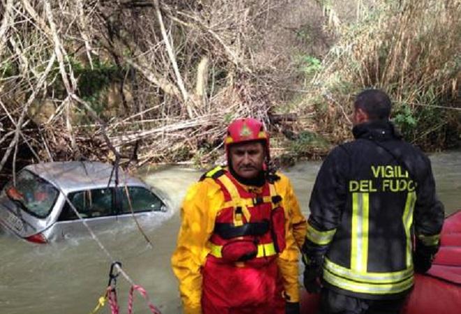 Maltempo: torrente in piena travolge auto, 3 morti