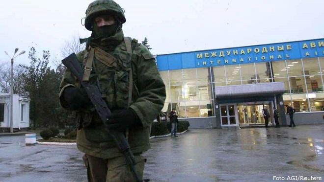 20140228-Ucraina-militari-allaeroporto-di-Simferopoli-Reuters-660x372