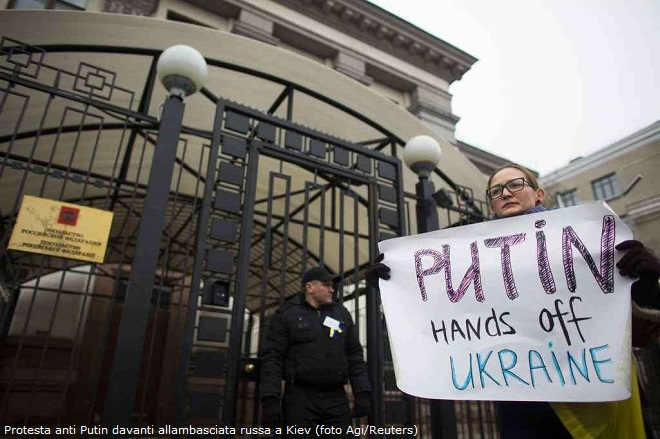 20140303-protesta-anti-Putin-in-ucraina-davanti-allambasciata-russa-reuters-agi-660x439