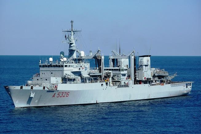 Nave Etna ha partecipato alle operazioni di soccorso e sta portando i naufraghi a Catania