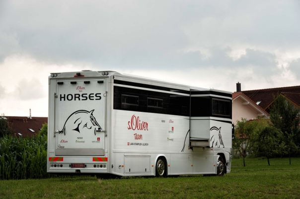 horse-truck-s-oliver-aniko-towers-photo-lr-183