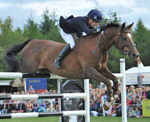 Laura Collett jumping bareback