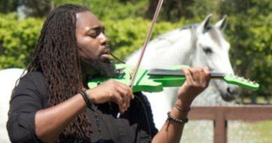 DSharp serenades a horse at Caroline Roffman's Lionshare Dressage.