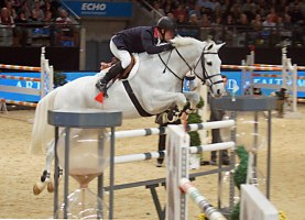 Robert Bevis (GBR) on Courtney Z