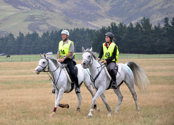 160km second placegetter Kevin James and Glendaar Fire Maid, with J/YR winner Brigette Smith and Glenmore Titan.