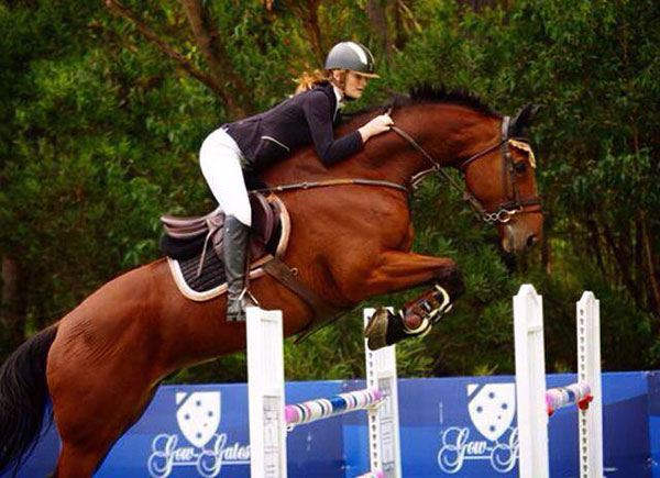 Australian rider Olivia Inglis has died at the age of 17 after a cross-country fall.
