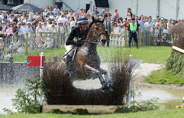 Mark Todd and Leonidas II are the best placed New Zealand combination, in fourth.