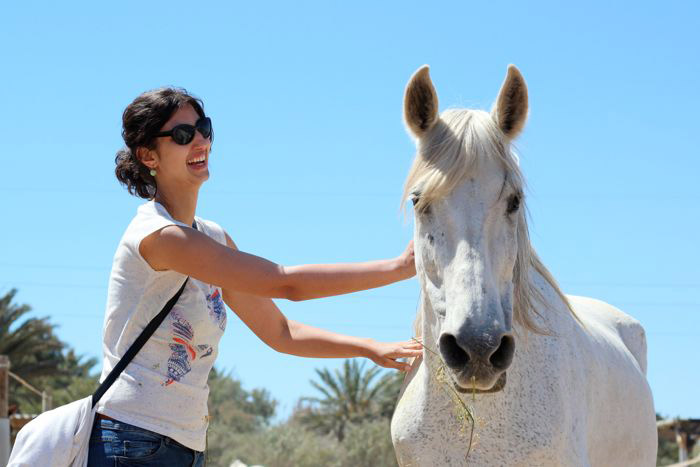 A past volunteer enjoying some one-on-one time with Crystal at the Easy Horse Care Rescue Centre in Spain. © Koren Helbig