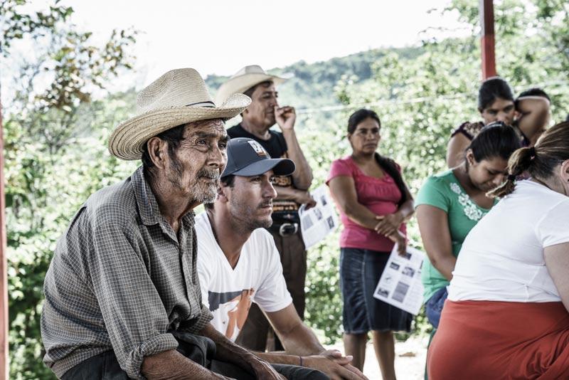 Nic Roldan sits in on a educational clinic in Guatemala.© Enrique Urdaneta