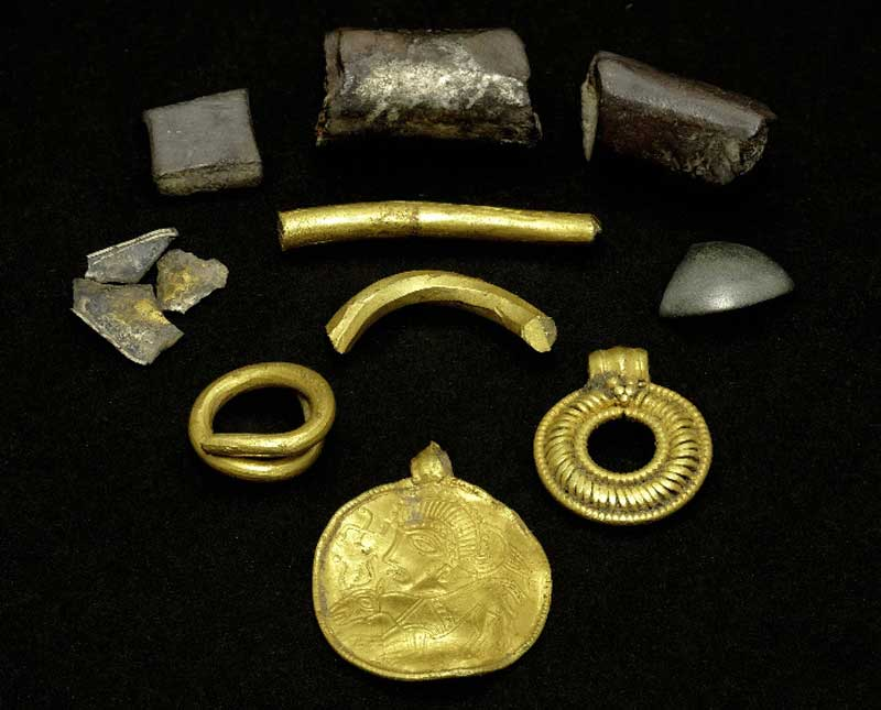 The treasures found on Lolland date back about 1500 years. The biggest prize is an amulet depicting the Norse god Odin with a horse.