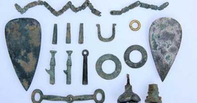 Cultural relics unearthed from the site, including a horse bit at the bottom, left. Photo: Shaanxi Provincial Institute of Archaeology