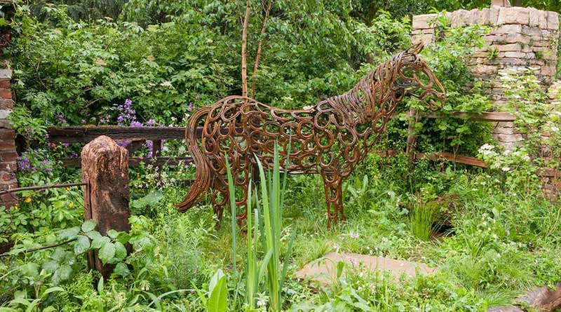 The garden tells the tale of a neglected horse abandoned by its owners but rescued and brought back to health and rehomed by World Horse Welfare.