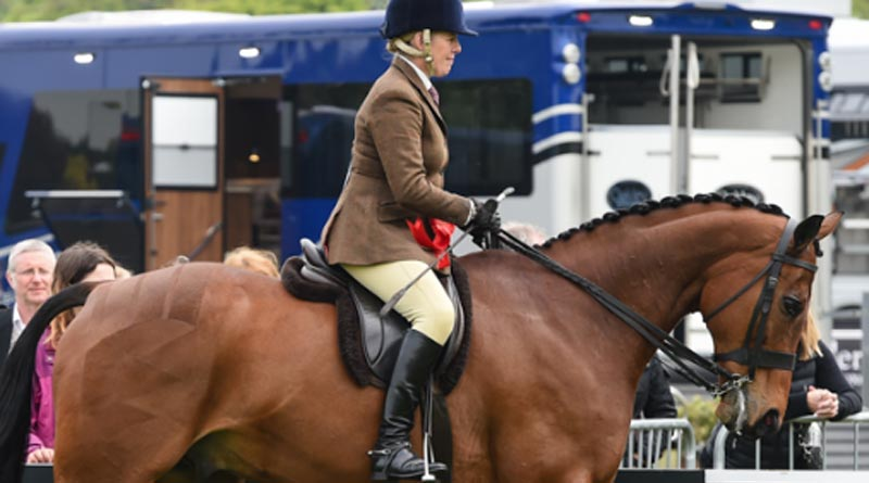 The Queen's Barber's Shop and Katie Hunnable-Jerram won theRetraining of Racehorses National Huntclass at Windsor.