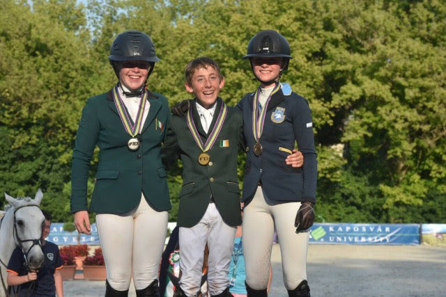 Kate Derwin, Harry Allen and  Cora Hirn (SWE) share the podium at the European Championships in Hungary.