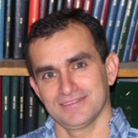 Dr Luis Arroyo