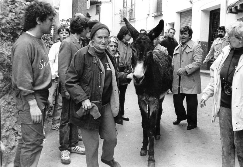 Dr Svendsen with rescued donkey Blackie Star at the Peropalo festival in Spain in 1987.