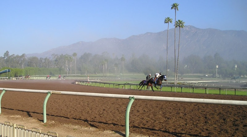 The Santa Anita track is set against the backdrop of the San Gabriel Mountains. Photo: Elf assumed (based on copyright claims), CC BY-SA 3.0 via Wikipedia