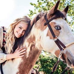 Beth Behrs and her rescue horse, Belle. © Equus Foundation