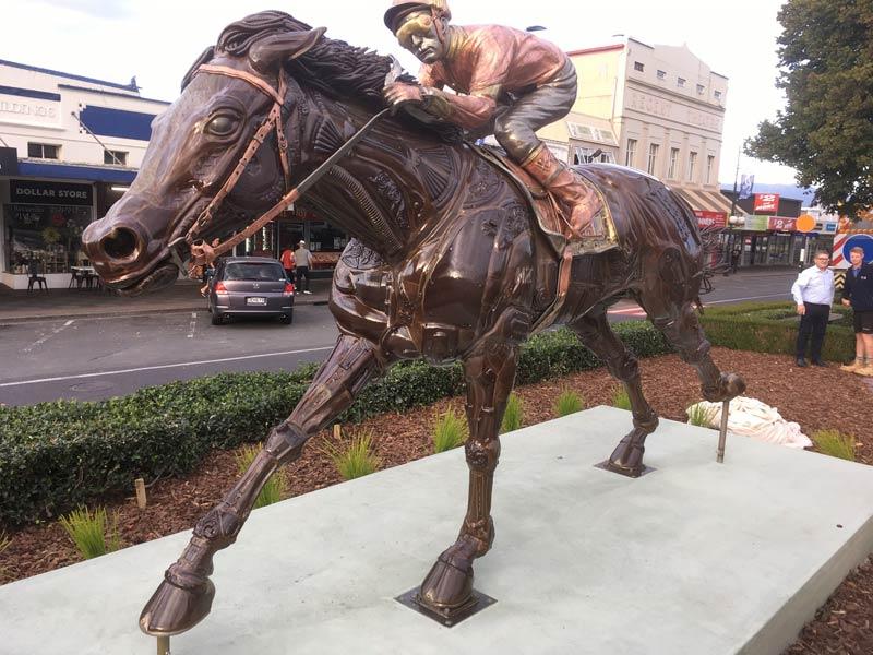 The new racehorse sculpture in Matamata.