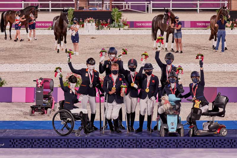 Celebrations on the podium at the Tokyo 2020 Paralympics with the winners of the team competition.
