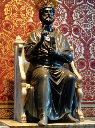 The bronze statue of Saint Peter, attributed to Arnolfo Di Cambio, in St Peter's Basilica in Rome. Photo: Jordiferrer, CC BY-SA 4.0, via Wikimedia Commons