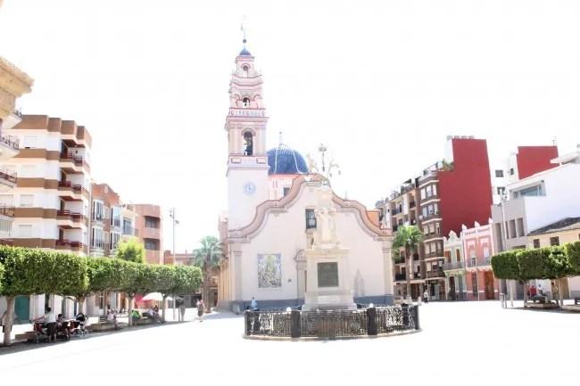 La Plaza del Ayuntamiento de Alfafar ya presume de nuevo de su fuente monumental