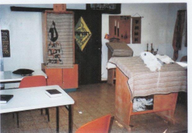 """בית הכנסת הראשון בהושעיה המשותף לחיילי הנח""""ל ולמתישבי שלב א' (צילום: ביני שלו)"""