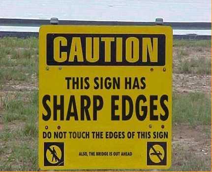זהירות! לתמרור הזה קצוות חדים - וגם הגשר סגור