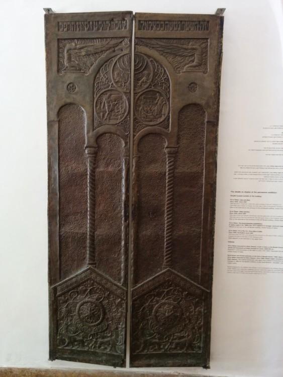 זאב רבן, דלתות בית הנכות בצלאל,1922 ,פליז רקוע וחקוק,מודבק על עץ,אוסף בית האמנים ירושלים
