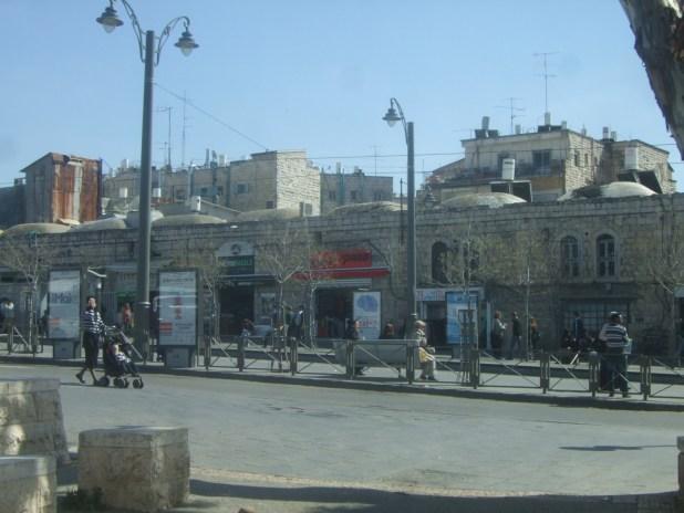 שכונת בית יעקב עם הכיפות על הגגות