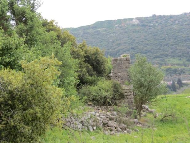 קיר הכנסייה המערבית בחורבת מחוז
