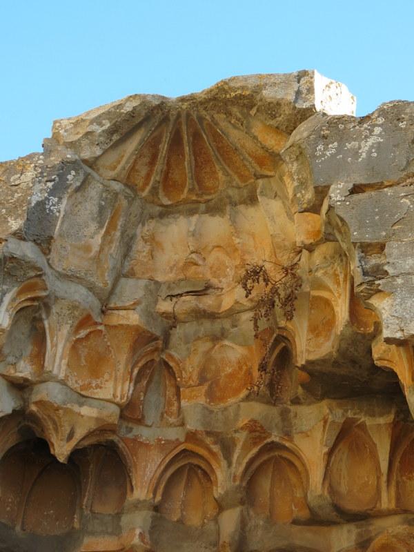 מוקרנס במסגד האדום