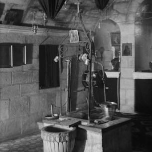 באר יעקב בתוך כנסיית פוטינה הקדושה, שנות ה-30