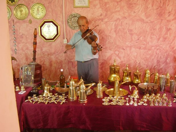 עבדאללה יוסוף, חרש נחושת, מספר סיפורים ונגן כינור מעילבון צילום:Dr. Avishai Teicher