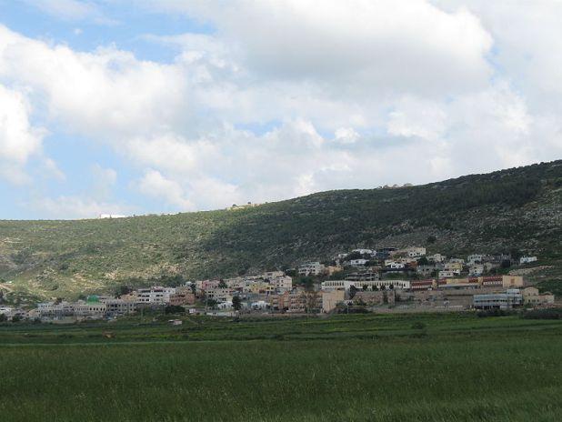 מבט כללי על הכפר עֻזֵיר צילום: Aimnhu