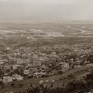 מבט על מפרץ חיפה ממדרונותיו הצפוניים של הר הכרמל, 1898