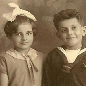 איזידור ויינברג נרצח על ידי הנאצים. בסטי הצליחה להגיע לארץ ישראל.