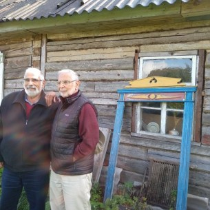 Jerry and Zvi in front of a log cabin in Bogushevichi. Do you see the resemblance
