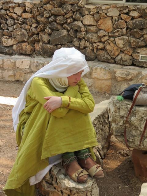 מסע שחזור קרב קרני חיטין עוצר למנוחה בכפר קדם הושעיה