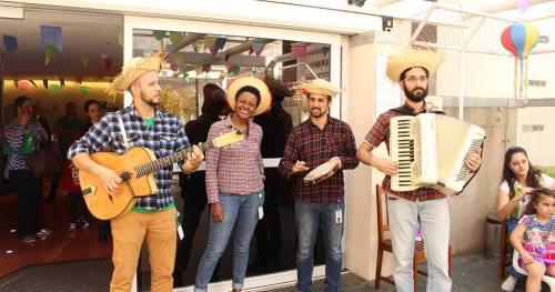 Festa junina do Hospital tem brincadeiras e músicas típicas