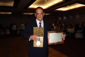 Reconocen a médicos especialistas destacados del XX Congreso Internacional de Endoscopía Ginecológica