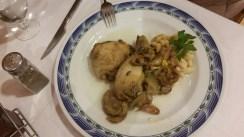 Hostal-Can-Josep-restaurante-platos-pollo-en-salsa