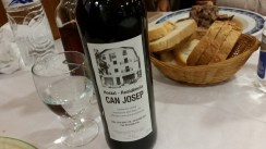 Hostal-Can-Josep-restaurante-platos-vino-de-la-casa