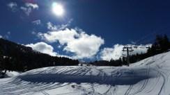 Hostal-Can-Josep-turismo-esqui-nieve-dia-soleado