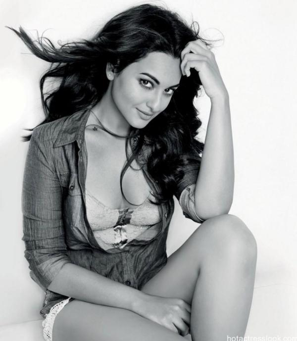 Sonakshi Sinha Hot And Sexy Unseen Photos