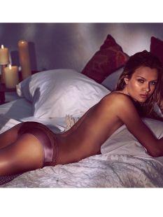Josephine Skriver (64)