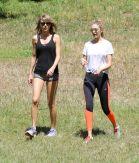 Gigi Hadid Taylor Swift 001