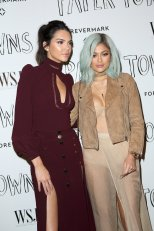 Kendall Jenner and Kylie Jenner (7)